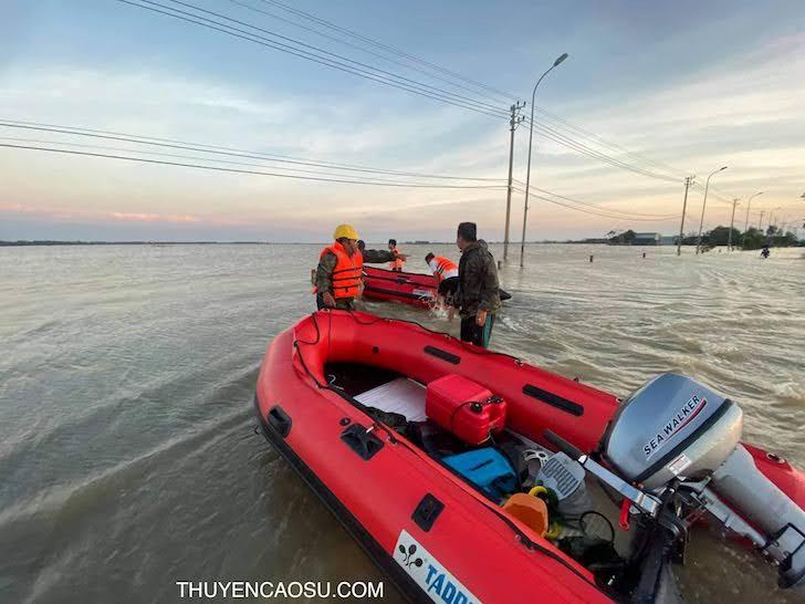 Thuyền phao câu cá đi biển an toàn
